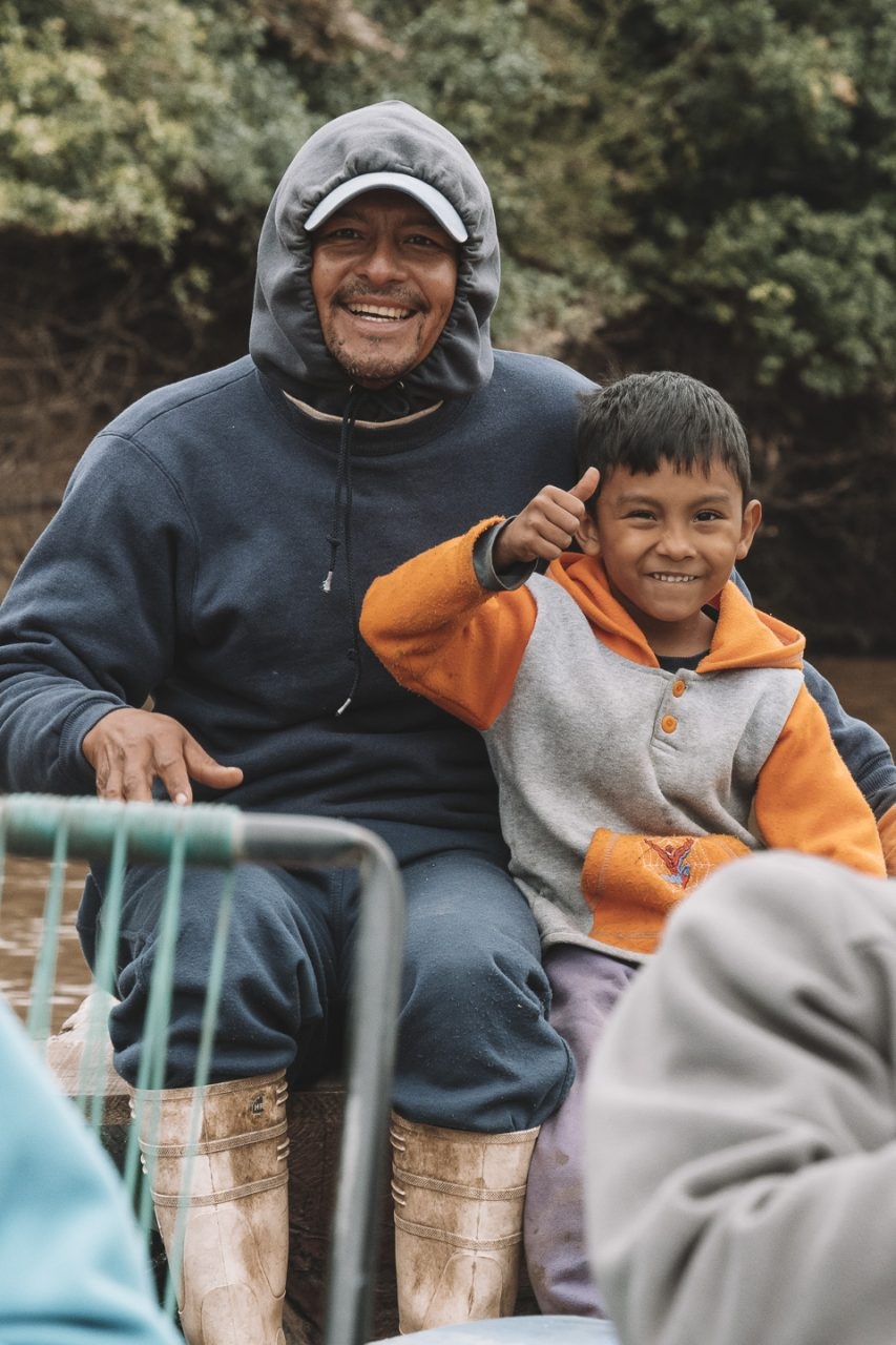 notre guide Juan Carlos dans la pampa sur la pirogue